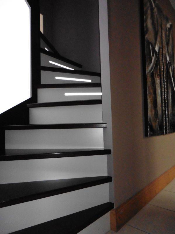 Escalier moderne rétroéclairé